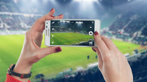 Sporting Smartphones (The best handsets for this summer's events)